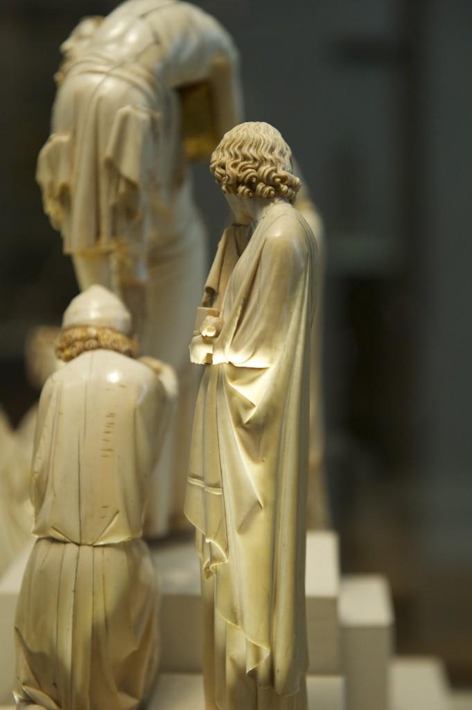 saint Jean en ivoire de la Descente de croix